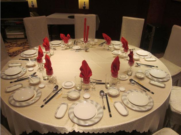 中餐宴会摆台图片